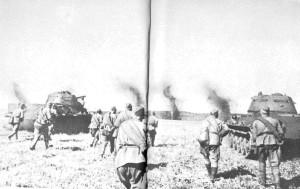 Советские пехотинцы в атаке. фото 1